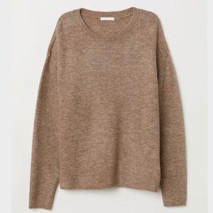 H&M • Beige Long Sleeve Oversized Knit Sweater